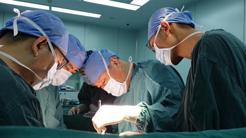 罕见!青海女子放疗后无法排便,手术发现结肠已断成两截